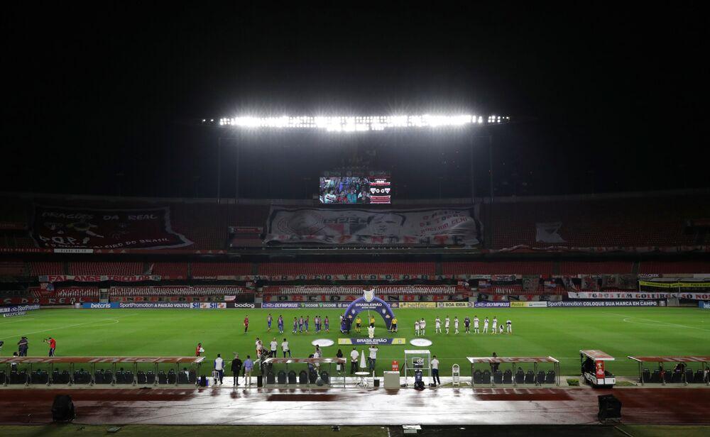 Estádio de Morumbi antes do jogo São Paulo vs. Fortaleza com bancadas vazias, devido à pandemia da COVID-19, no decorrer do Brasileirão, 13 de agosto de 2020