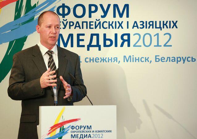 Em Minsk, Valery Tsepkalo, então diretor do Parque de Alta Tecnologia da Bielorrússia, discursa no Fórum de Meios de Comunicação de Massa Europeus e Asiáticos (FEAM), em 10 dezembro de 2012.