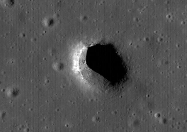 Fosso lunar no centro-norte de Mare Fecunditatis