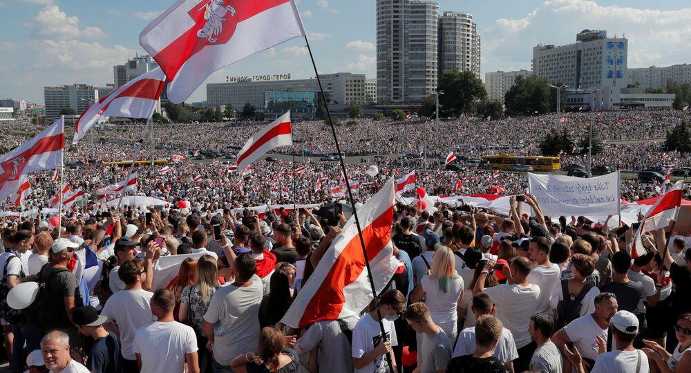 Milhares de manifestantes participam de protesto contra o resultado das eleições na Bielorrússia em Minsk