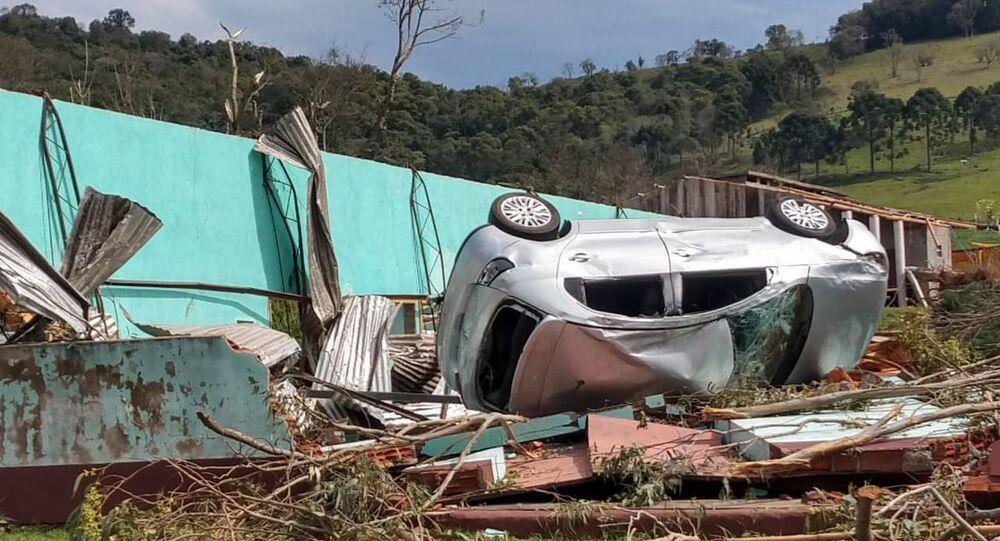 Tempestade em Santa Catarina afeta 26 cidades