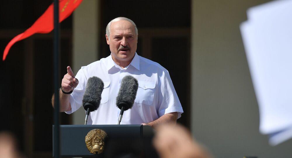 Presidente bielorrusso Aleksandr Lukashenko durante ato em Minsk