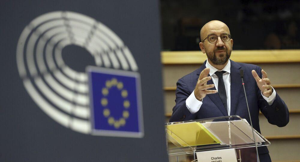 Em Bruxelas, o presidente do Conselho Europeu, Charles Michel, discursa no parlamento da União Europeia, em 23 de julho de 2020.