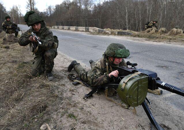 Tropas durante treinamento na Bielorrússia (foto de arquivo)