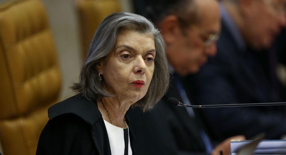 Em Brasília, a ministra do Supremo Tribunal Federal (STF) Carmen Lúcia, fala durante sessão do Supremo, em 7 de novembro de 2019