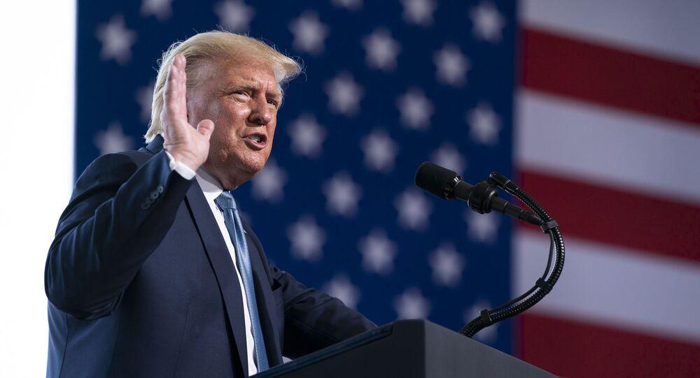 O presidente dos EUA Donald Trump durante comício em Yuma, no Arizona.