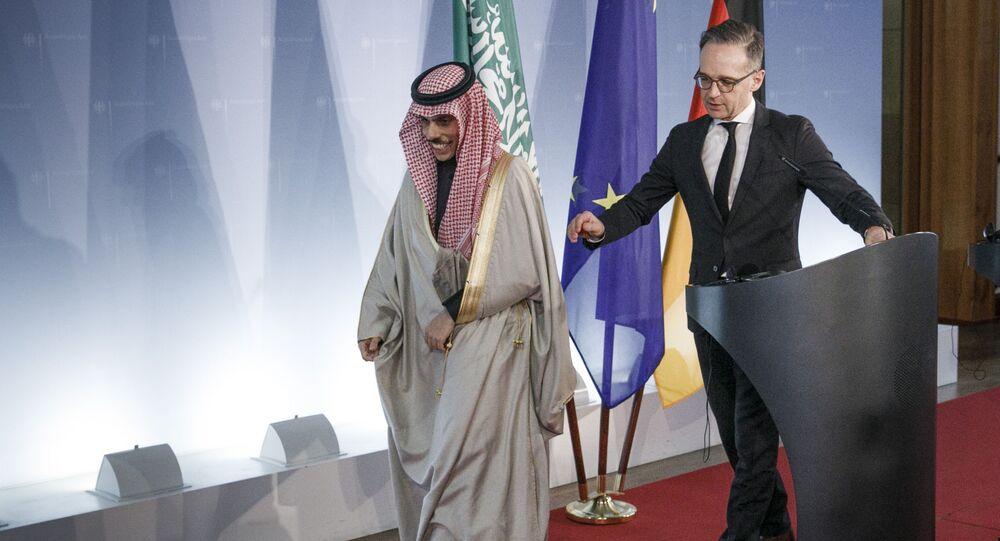 Chanceler saudita, Faisal bin Farhan, ao lado do ministro das Relações Exteriores da Alemanha, Heiko Maas