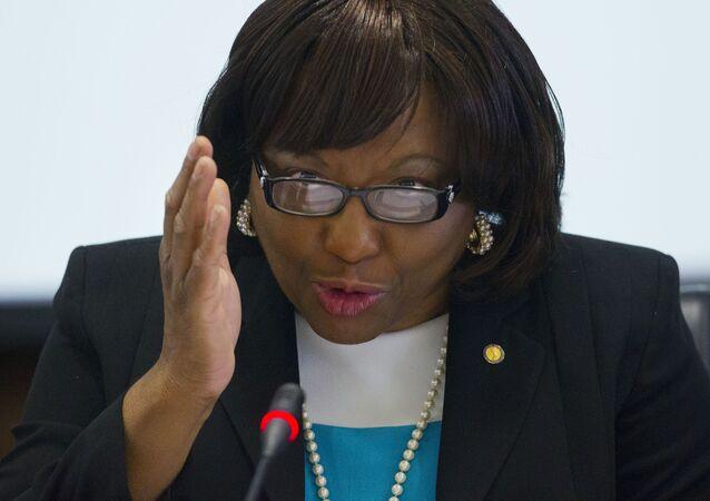 Doutora Carissa Etienne, diretora da OMS, fala em coletiva em Washington (EUA)