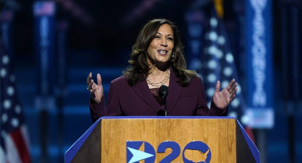 Em Wilmington, nos EUA, a senadora Kamala Harris discursa durante a convenção do partido democrata após ser oficialmente apontada como candidata à vice-presidente na chapa com Joe Biden, em 19 de agosto de 2020