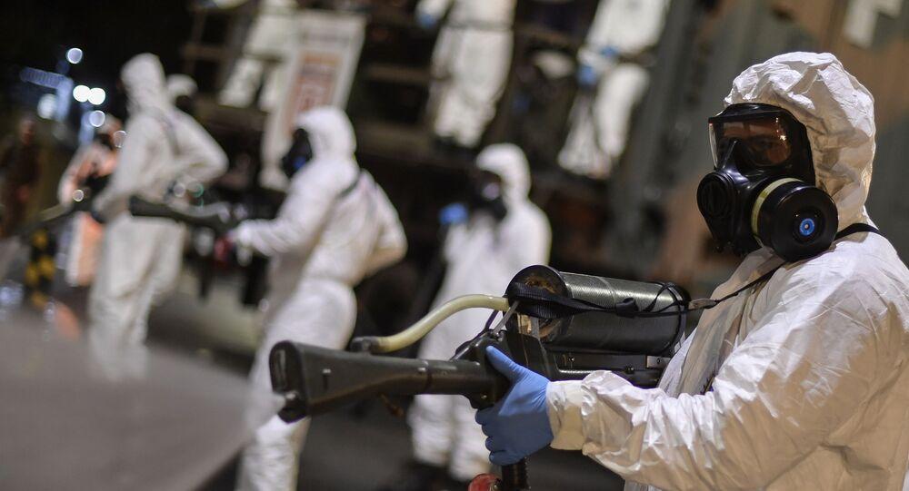 Soldados brasileiros realizam desinfecção de mercado municipal de Belo Horizonte, Minas Gerais, 18 de agosto de 2020