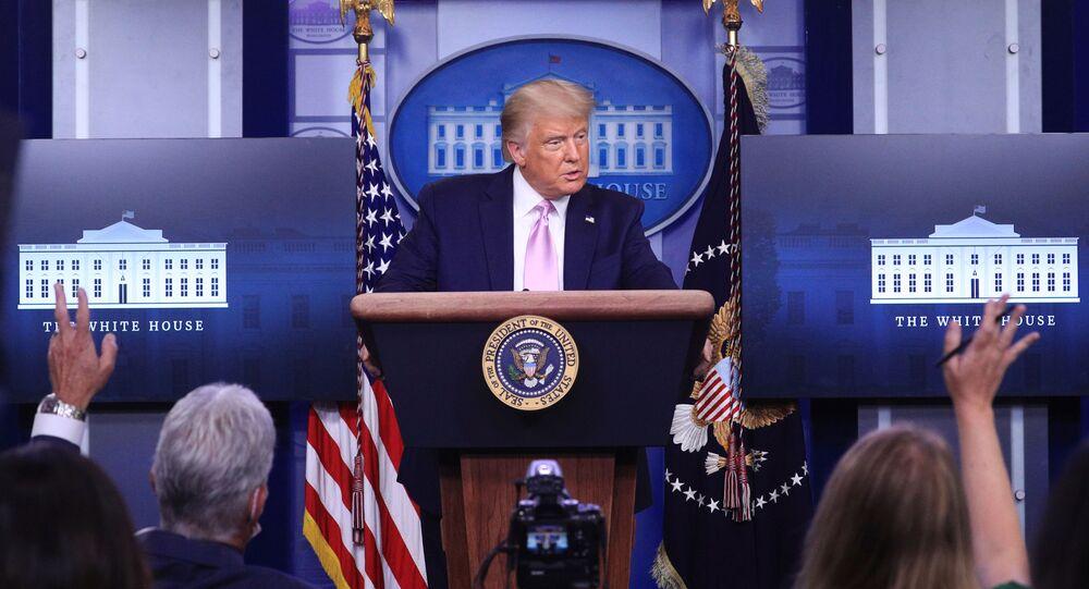Presidente dos EUA, Donald Trump, responde a perguntas durante uma coletiva de imprensa na Casa Branca em Washington, EUA, 19 de agosto de 2020