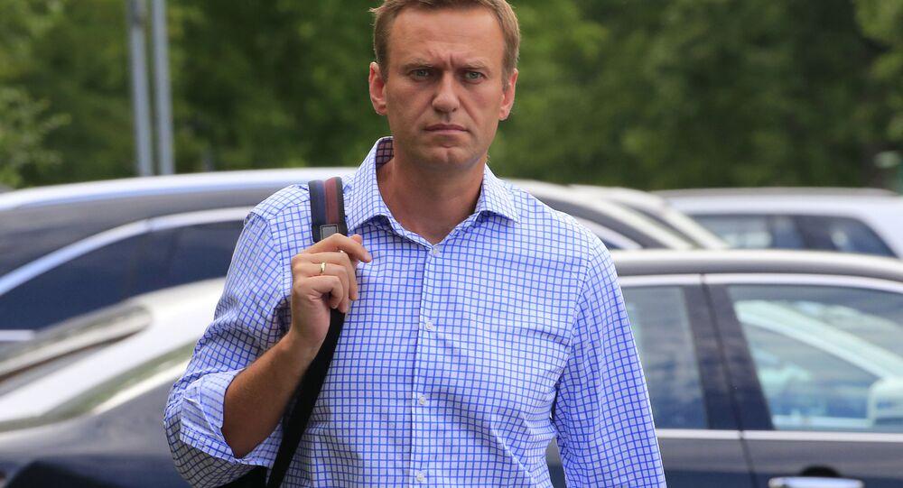 Líder da oposição russa, Aleksei Navalny, acusado de participar de uma manifestação de protesto não autorizada, caminha para uma audiência em Moscou, Rússia, 1º de julho de 2019