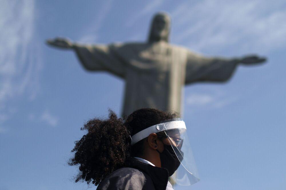 Estátua de Cristo Redentor é reaberta após meses de fechamento devido ao surto de COVID-19, no Rio de Janeiro