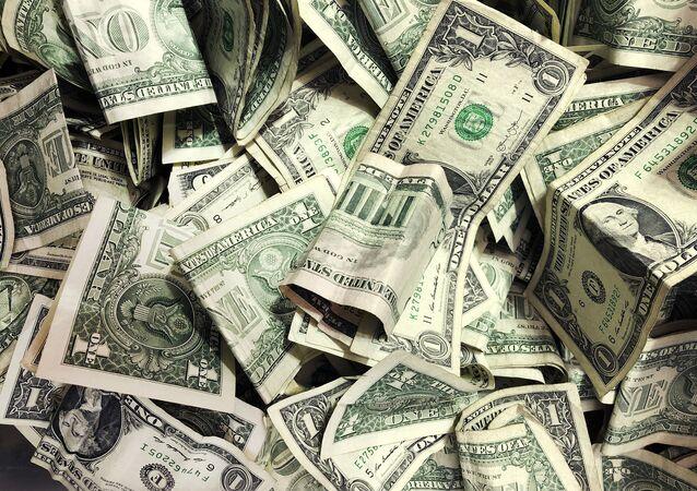 Diversas cédulas de dólares norte-americanos (imagem referencial)