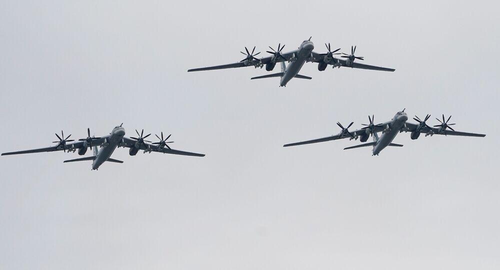 Bombardeiros estratégicos Tu-95MS no desfile aéreo em Moscou no Dia da Vitória, 9 de maio de 2020