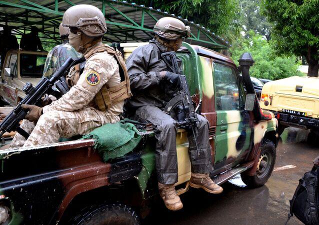 Rebeldes de junta militar que derrubaram presidente do Mali se encontram com mediadores internacionais em Bamaco