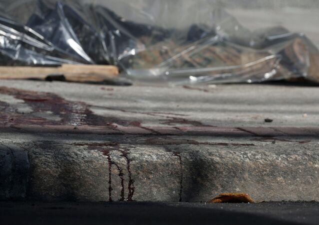 Corpo de homem baleado próximo ao Complexo de São Carlos, no Rio de Janeiro
