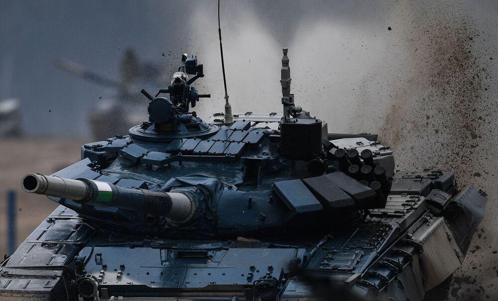 Tanque T-72 da equipe do Uzbequistão durante os Jogos Internacionais do Exército 2020