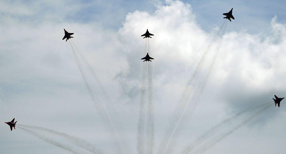 Caças MiG-29 durante voos de demonstração no contexto do Fórum Internacional Técnico-Militar EXÉRCITO 2020 (foto de arquivo)