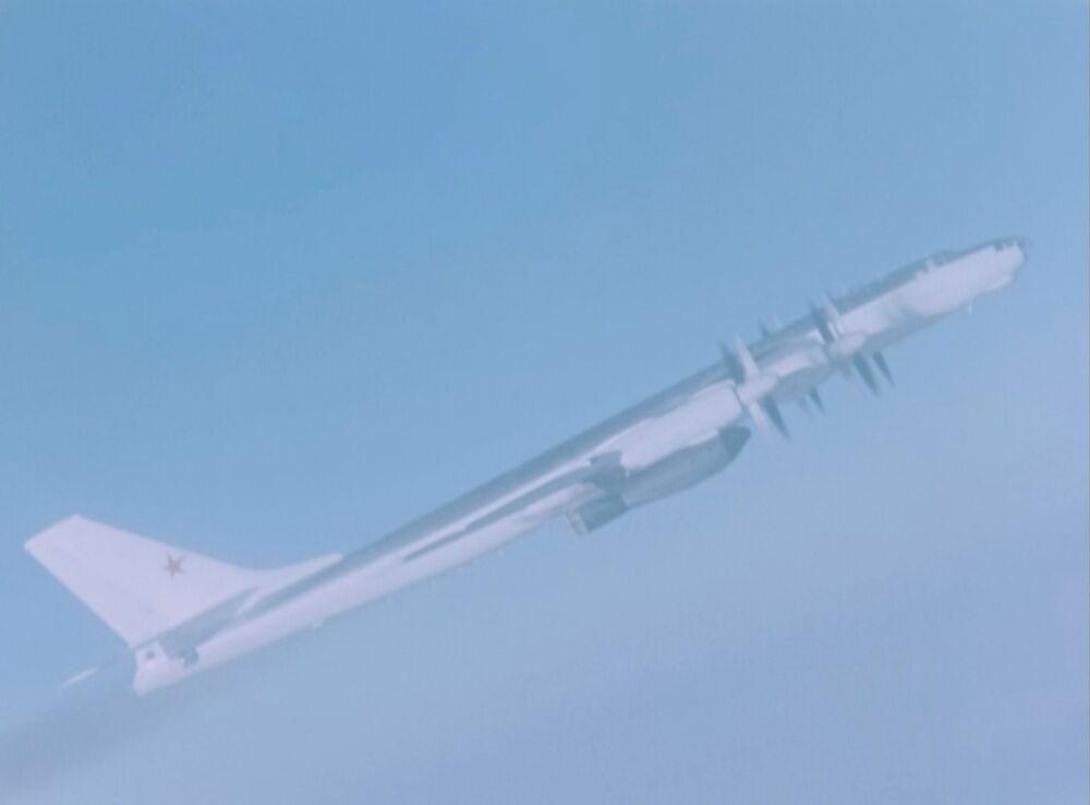 Aeronave Tu-95V com a Tsar Bomba a bordo antes de seu lançamento no arquipélago Novaya Zemlya em 1961