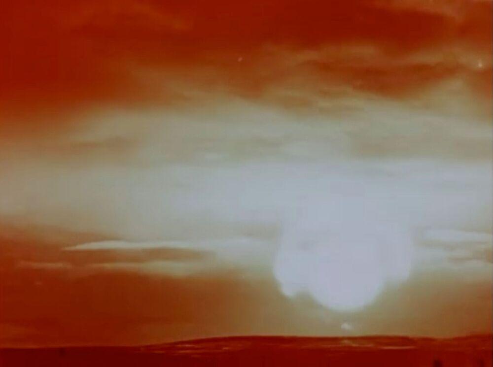 Clarão provocado pela explosão da Tsar Bomba