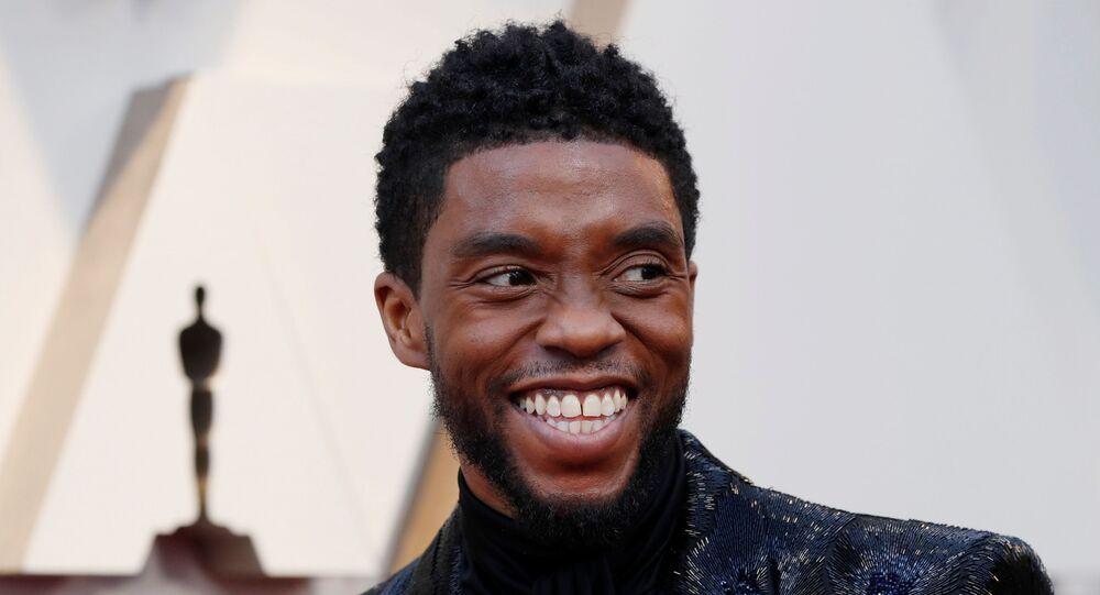Ator Chadwick Boseman, de Pantera Negra, durante premiação do Oscar