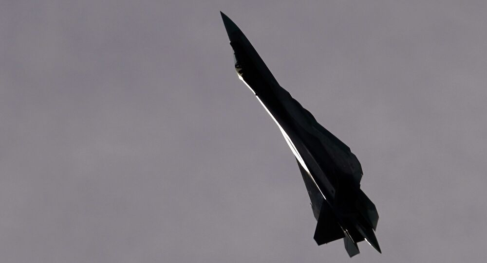 Caça multifuncional Su-57 de quinta geração realiza um voo de demonstração como parte do Fórum Internacional EXÉRCITO 2020 no aeródromo de Kubinka, região de Moscou, Rússia