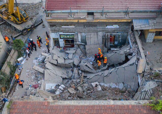 Local de desabamento de um restaurante de dois andares em Xiangfen, na província de Shanxi, no norte da China