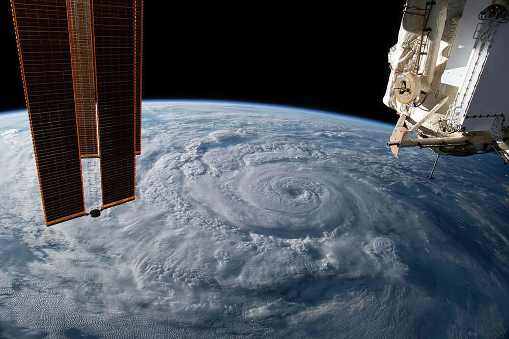 Furacão Genevieve na costa do México, oceano Pacífico, visto a partir da Estação Espacial Internacional