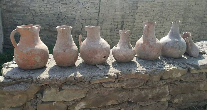 Vasos encontrados em catacumba na Rússia