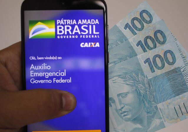Vista de celular conectado no aplicativo do auxílio emergencial e do Caixa Tem em São Paulo (SP), nesta terça-feira (1º). O Presidente Jair Bolsonaro anuncia prorrogação do auxílio emergencial. O novo valor das parcelas que serão pagas até dezembro é de R$ 300
