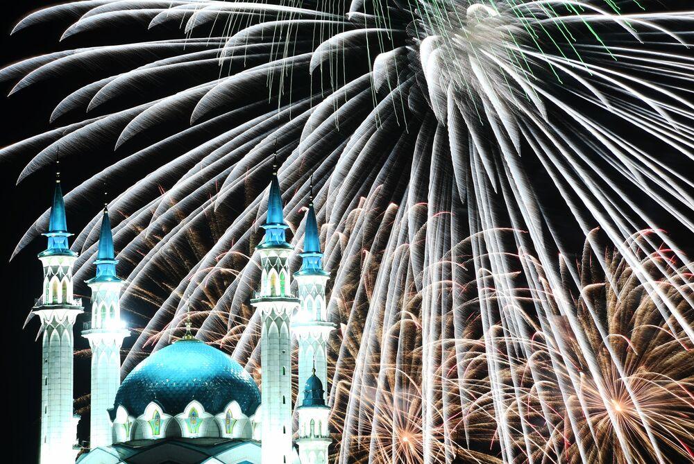 Fogo de artifício em comemoração do Dia da Cidade de Kazan, Rússia