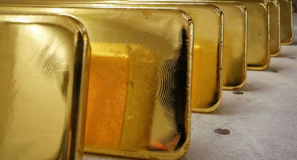 Barras de ouro recém-fundidas de 99,99% de ouro puro em armazenamento após pesagem na fábrica de metais não ferrosos Krastsvetmet, na cidade siberiana de Krasnoyarsk, Rússia, 22 de novembro de 2018
