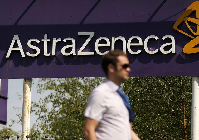 Logo da empresa britânica AstraZeneca, em Macclesfield, Reino Unido, 19 de maio de 2014 (foto de arquivo)