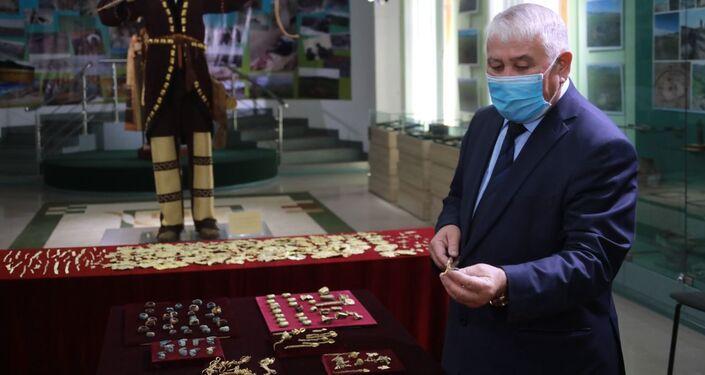 Objetos descobertos na necrópole de Eleke Sazy, no Cazaquistão