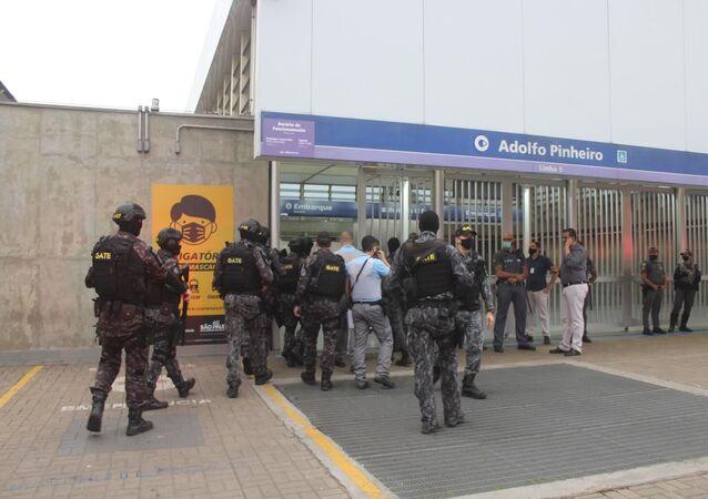 Sequestro com refém na estação Adolfo Pinheiro da linha 5-lilás, em São Paulo (SP), nesta terça-feira (8).