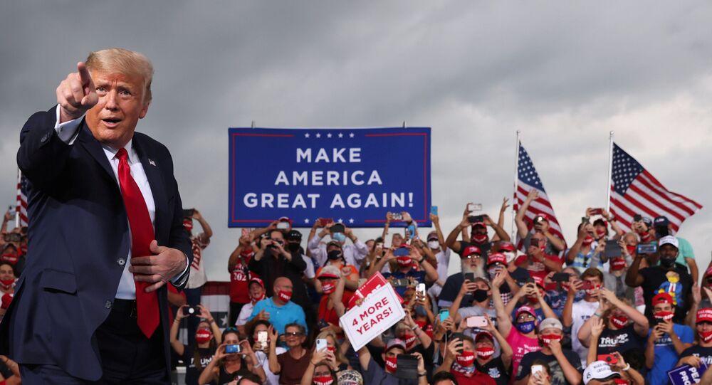 Presidente norte-americano, Donald Trump discursa durante comício no aeroporto de Winston-Salem, Carolina do Norte (EUA), 8 de setembro de 2020