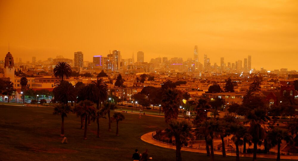 Nuvem de fumaça dos incêndios florestais da Califórnia bloqueiam sol em São Francisco