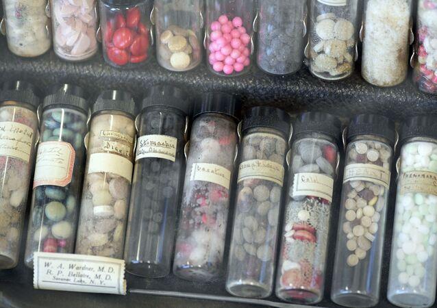 Exposição de pílulas no Museu do Laboratório Saranac usadas para tratamento de pacientes em Saranac Lake, Nova York, EUA, 29 de novembro de 2019