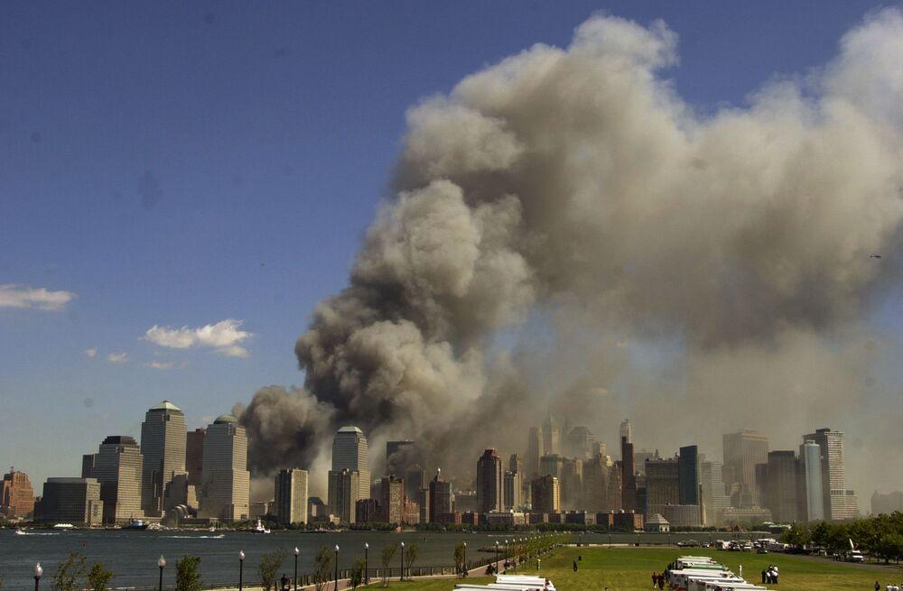 World Trade Center cria coluna de fumaça durante o ataque de 11 de Setembro