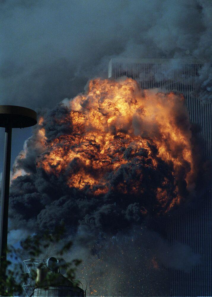Incêndio na Torre Norte do World Trade Center após ataque terrorista com avião. O incêndio durou quase sete horas