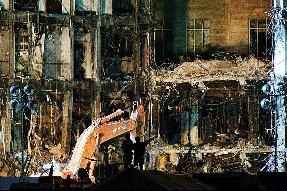 Prédio do Pentágono teve vários de seus andares seriamente danificados pelo ataque terrorista