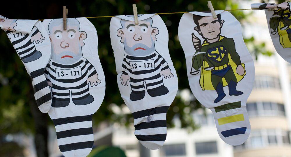 Balões com caricaturas de Lula e Moro à venda durante manifestação a favor da Operação Lava Jato, no Rio de Janeiro, em 17 de dezembro de 2017