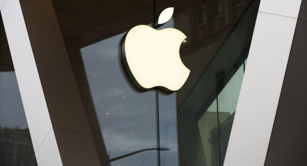 Logo da Apple em loja de Nova York.