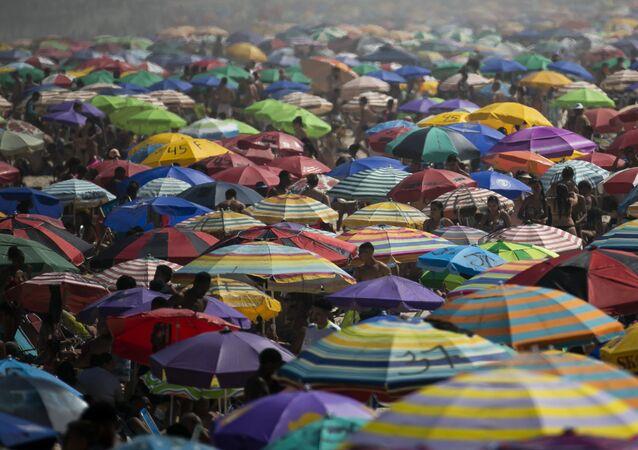 Praia de Ipanema, no Rio de Janeiro, lotada no feriado do dia 7 de setembro em meio à pandemia da COVID-19.