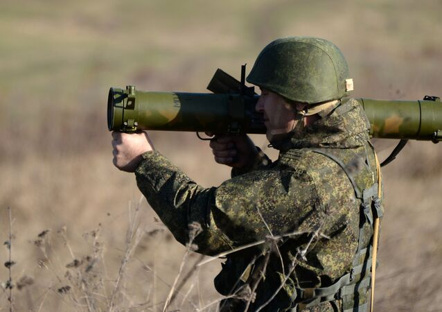 Soldado russo durante treinamento militar
