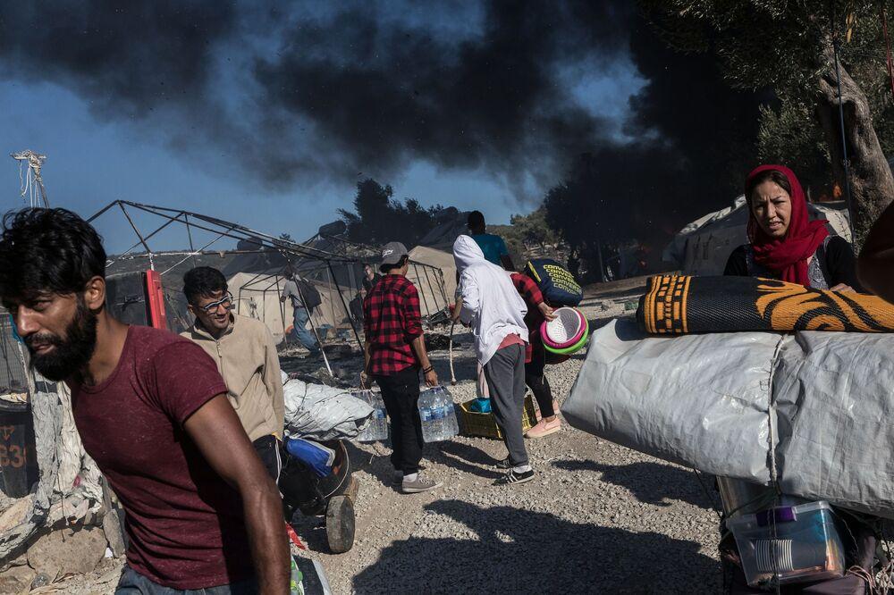 Campo de migrantes é queimado na Grécia