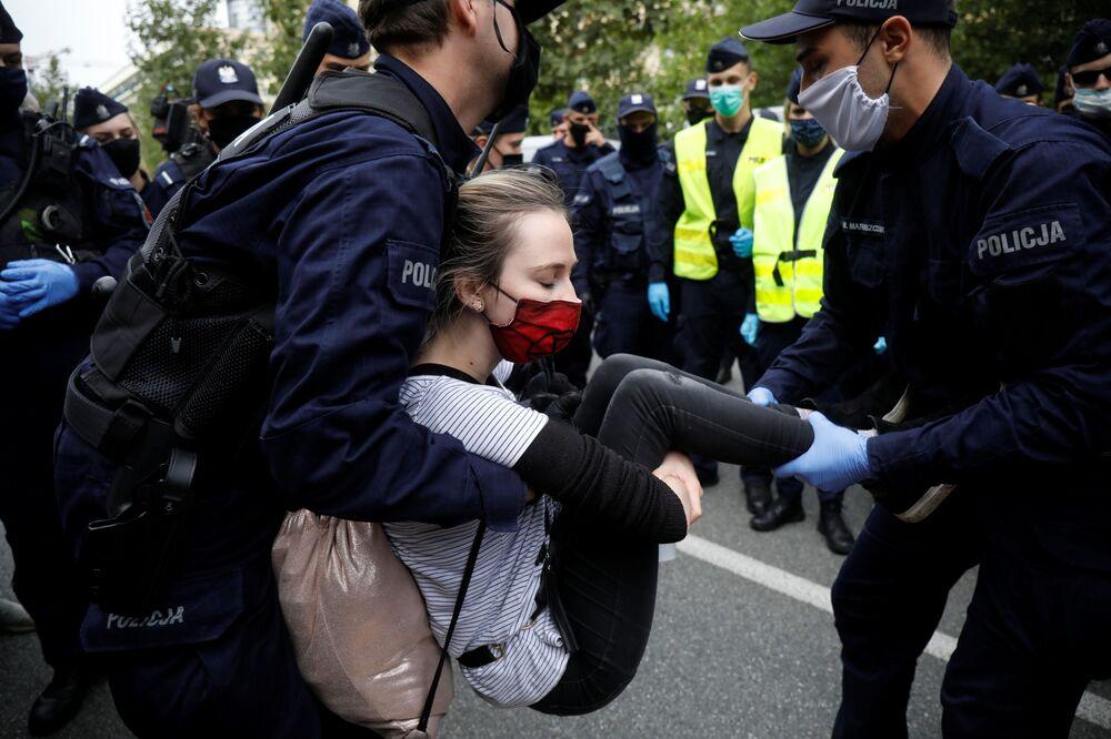 Polícia prende manifestante ecologista na Polônia