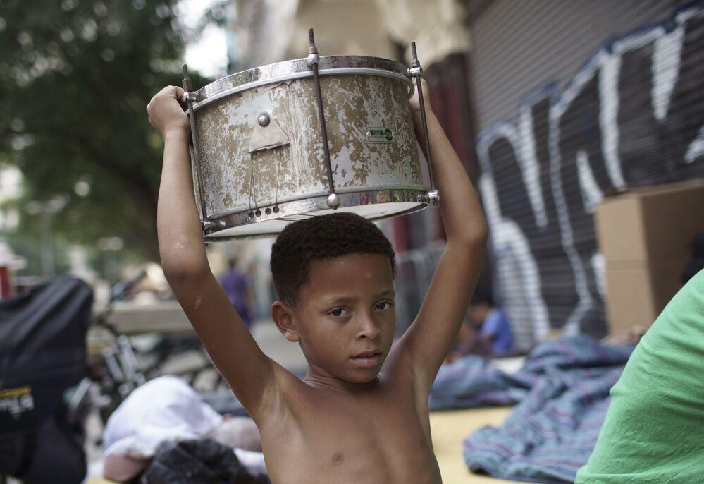 Criança de uma família forçada a abandonar o prédio ocupado por 10 meses no Rio de Janeiro, 10 de setembro de 2020
