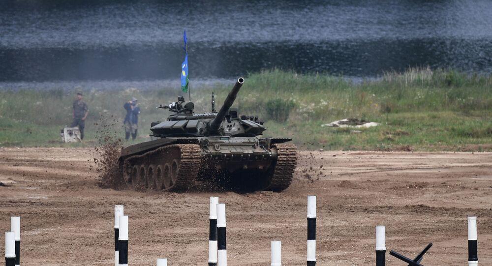 Tripulação do tanque T-72 durante a etapa final da competição nacional Biatlo de Tanques na região de Moscou, Rússia